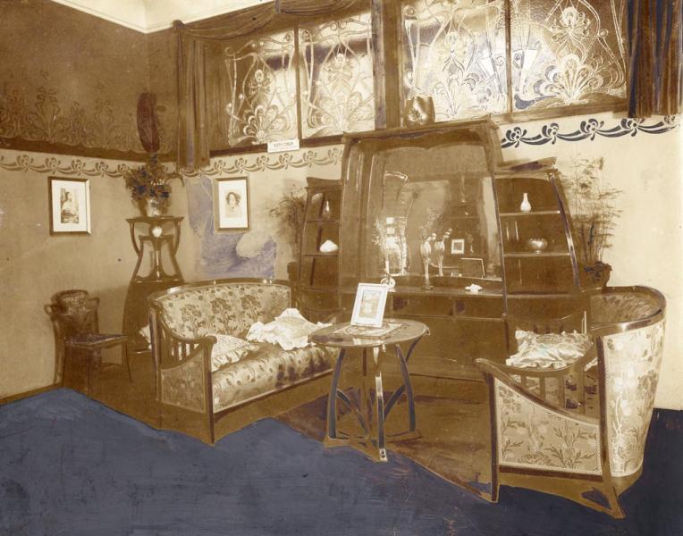 Szalonberendezés az Iparművészeti Társulat 1899. évi karácsonyi kiállításán, tervezte Spiegel Frigyes, ltsz. FLT 4806