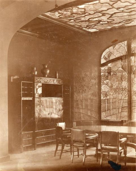 Dining room in the Andrássy Mansion, Tiszadob, 1898 (photo taken around 1912), design by József Rippl-Rónai, inv.no. FLT 4924